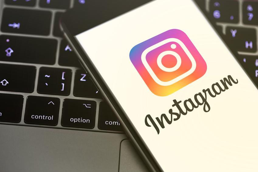 Komputer i telefon z aplikacją instagram, a także jak usunąć instagrama krok po kroku