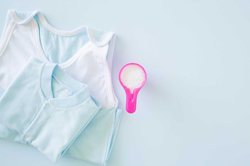 Proszek Dzidziuś jest najlepszym rozwiązaniem do prania ubranek dla niemowląt. Ma świetne ceny, a na dodatek jest hipoalergiczny. Zbiera świetne opinie użytkowników.
