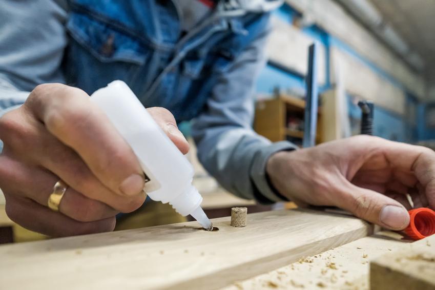 Klejenie klejem drewna, a także czym rozpuścić klej super glue, czym zmyć krej kropelka z rąk
