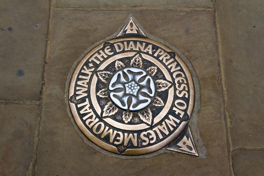 Upamiętnienie Księżny Diany, a także życie Lady B, ciekawe fakty, informacje i śmierć księżnej