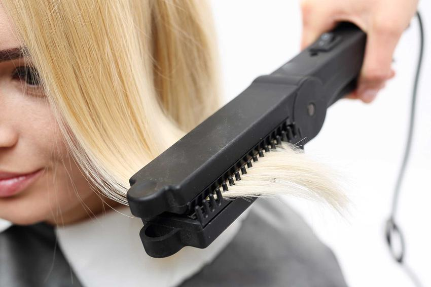 Keratynowe prostowanie włosów w salonie fryzjerskim, a także opinie i ceny zabiegu u profesjonalnego fryzjera