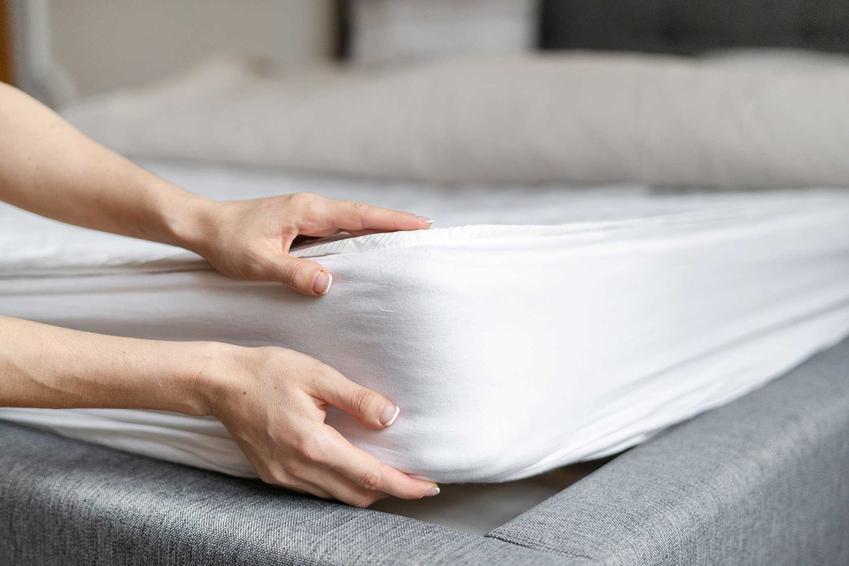 Gruby materac sprawdzany przez kobietę, a także jaki materac wybrać: rodzaje, właściwości i opinie