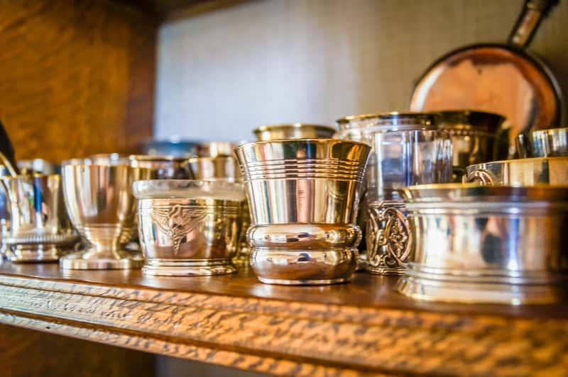 Płyn do czyszczenia srebra to najbardziej skuteczny sposób na to, by elementy srebrbe były jasne i błyszczące przez długi czas.