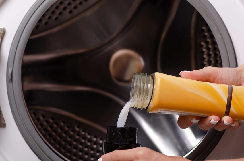 Stosowanie Calgonu do pralki to sposób na jej dłuższą trwałość. Sposób użycia jest bardzo prosty, środek dodaje się bezpośrednio do prania.