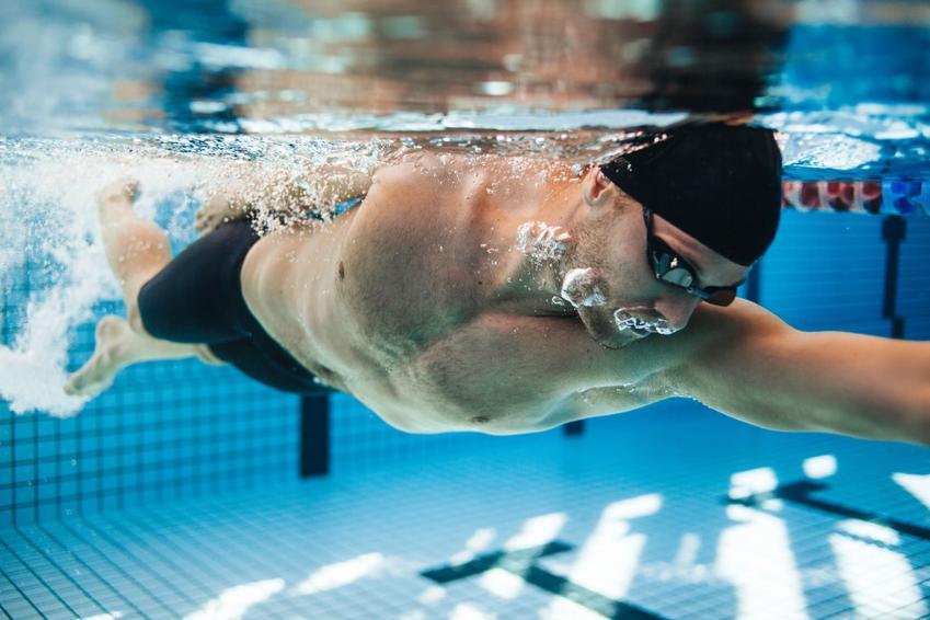 Soczewki kontaktowe a pływanie