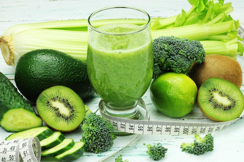 Zielone smoothie przy zielonych warzywach, a także jak obniżyć poziom cukru we krwi krok po kroku i najlepsze metody na obniżenie cukru