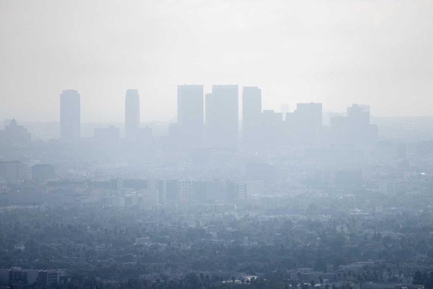 Smog rozsnuty w mieście, a także wyjaśniamy fakty i rozwiewamy mity na temat smogu oraz, jak powstaje smog
