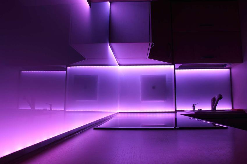 Nowoczesne oświetlenie mieszkania — reflektorki czy system szynowy mocowany na suficie?