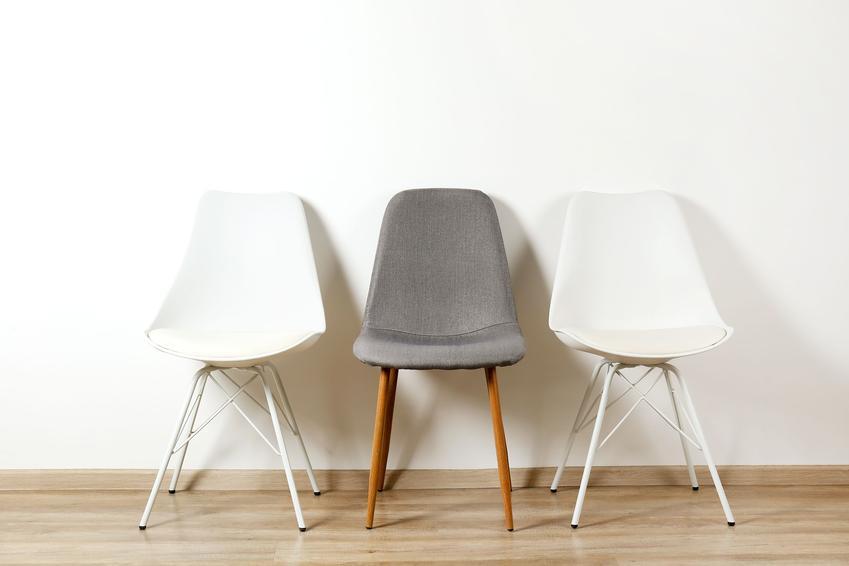 Jakie krzesła pasują do nowoczesnego salonu