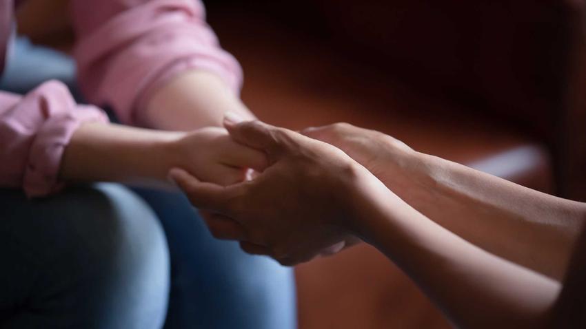 Wsparcie przyjaciółki jest bardzo ważne w czasie rozstania, czyli jak poradzić sobie z rozstaniem - najlepsze sposoby