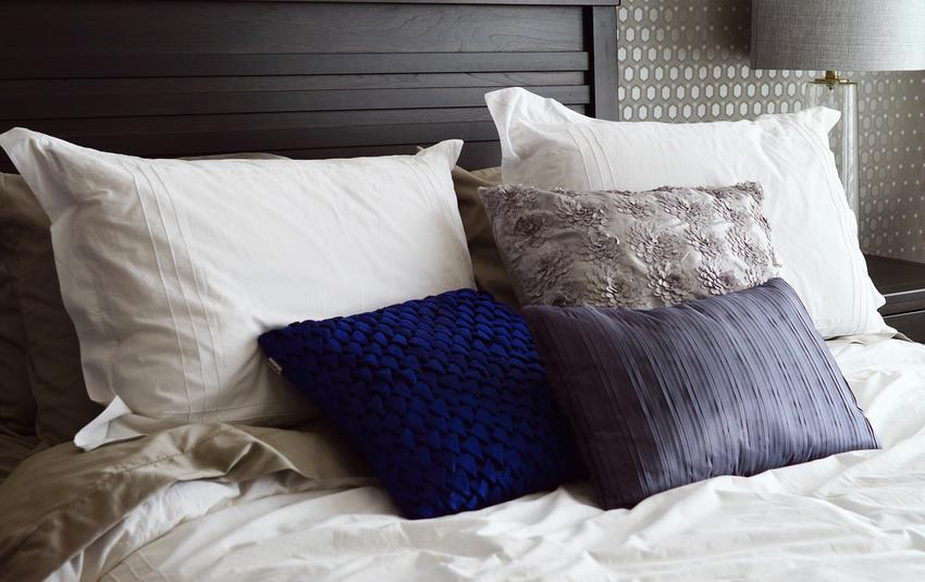 Tekstylia domowe, które odmienią Twoją sypialnię! Pościele, narzuty na łóżko i ozdobne poszewki