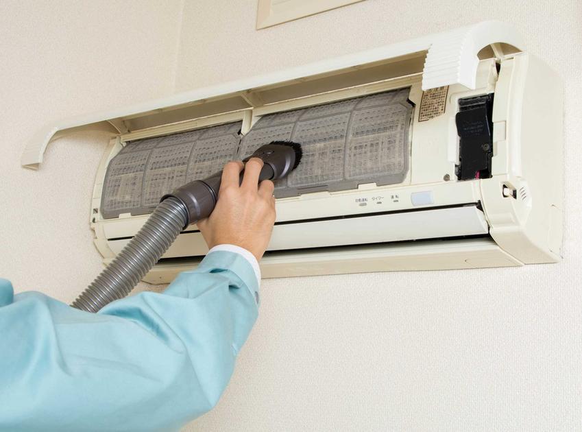 Czyszczenie klimatyzacji krok po kroku nie jest trudne. Jest kilka sprawdzonych domowych sposobów na czyszczenie klimatyzacji w domu.