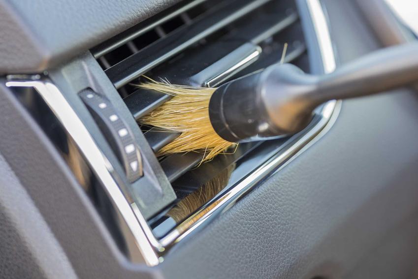 Czyszczenie klimatyzacji w samochodzie to najlepszy sposób na przywrócenie świeżości w samochodzie. Czyszczenie układu klimatyzacji w samochodzie można zlecić profesjonalistom.