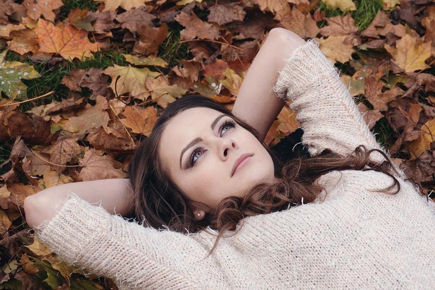 Prosta pielęgnacja jesiennych i zimowych ubrań. Jak dbać o wełnę i kaszmir?