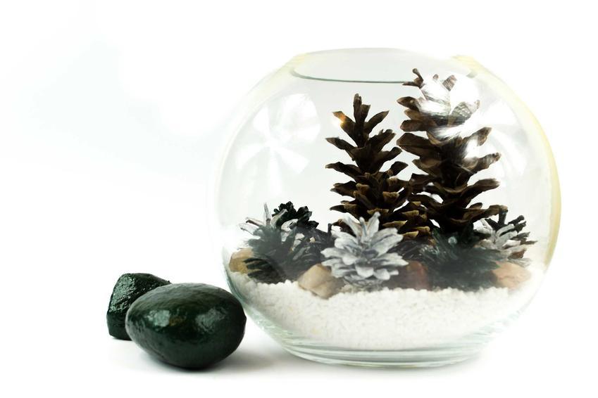 Stroik bożonarodzeniowy z szyszek w szklanym pojemniku, a takze jak zrobić stroik na Boże Narodzenie w szkle krok po kroku