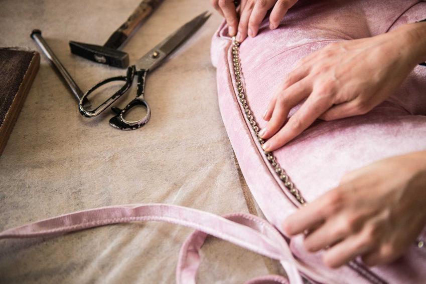 Szycie poduszki z tkaniny dekoracyjnej, a także tkaniny dekoracyjne, ich ceny, opinie i zastosowanie