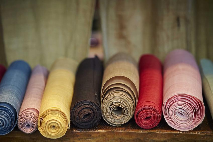 Kolorowe tkaniny i materiały na zasłony, ceny, rodzaje, zastosowanie i opinie użytkowników