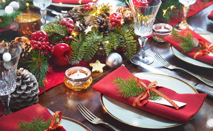 Dodatkowe miejsce przy stole dla wędrowca, a także najbardziej znane tradycje wigilijne w Polsce, które najczęściej się powtarzają we wszystkich regionach