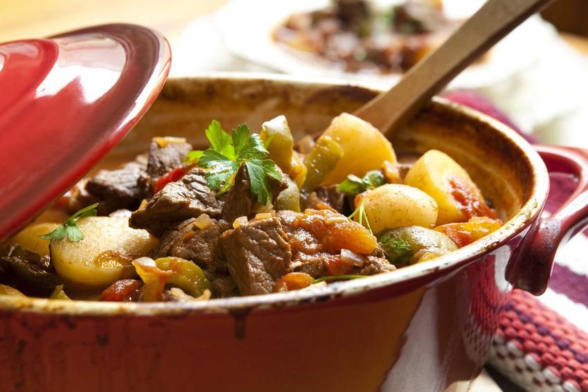 Eintopf, czyli danie jednogarnkowe z ziemniakami i mięsem, a także inne sprawdzone przepisy na tani niedzielny obiad