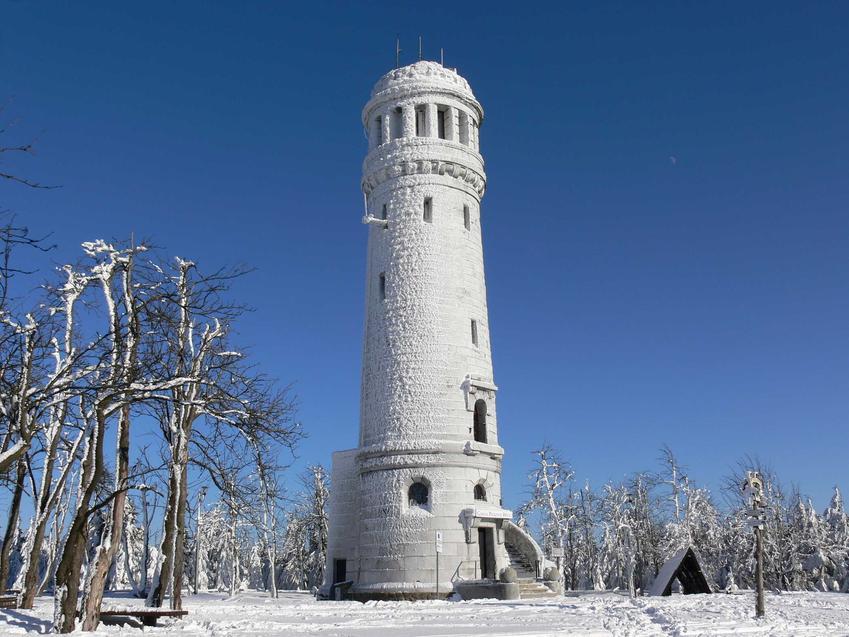 Wieża na Wielkiej Sowie, a także TOP 10 miejsc, które warto zobaczyć na Dolnym Śląsku