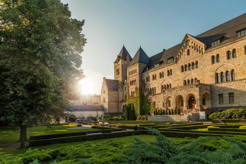 Zamek Cesarski o niezwykłej architekturze, a także TOP 10 miejsc, które warto zobaczyć w Wielkopolsce