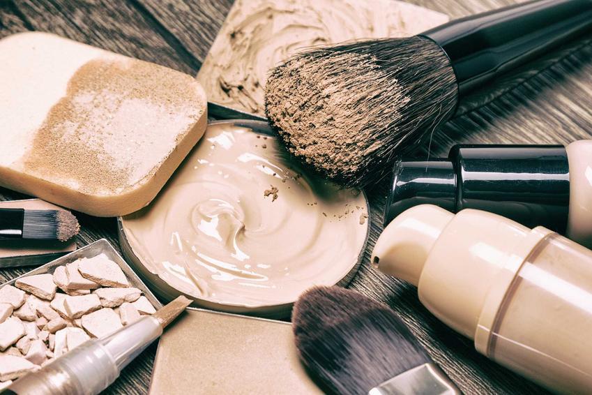 Źle dobrane kosmetyki do malowania twarzy, a także inne błędy w makijażu, które często popełniają Polki