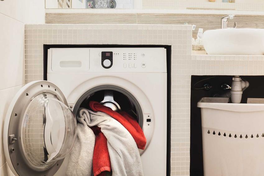 Wymieszane kolory prania w pralce, a także jakie błędy najczęściej popełniamy podczas prania w pralce