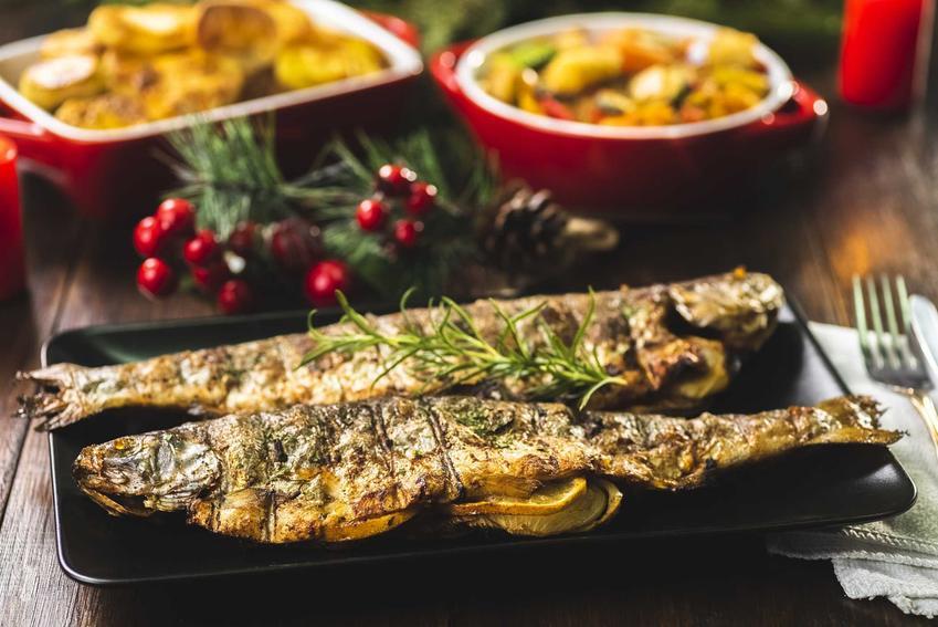Pieczony pstrąg z warzywami na półmisku, a także najlepsza ryba na Wigilię, sprawdzone, szybkie przepisy