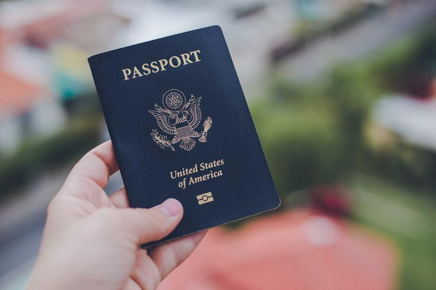 Brak paszportu lub dokumentów to jeden z błędów popełnianych przy pakowaniu się do samolotu, a także inne błędy podczas wakacji