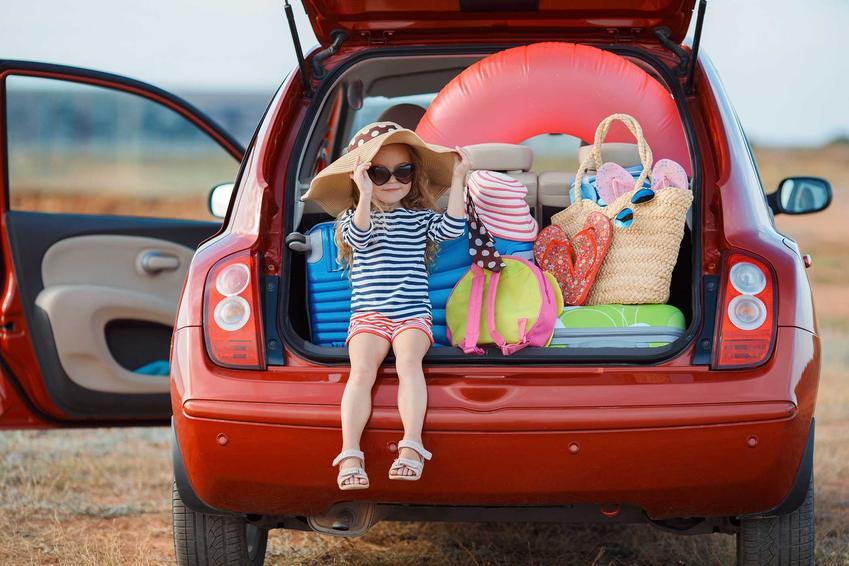 Pakowanie samochodu w pośpiechu, a także informacje, jak przygotować samochód na wyjazd na wakacje