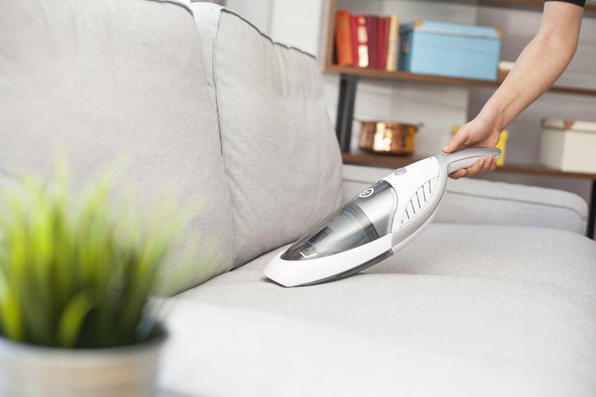 Odkurzacze bezprzewodowe są zasilane akumulatorem. Mogą być mniejsze lub większe, wszystko zależy od marki.