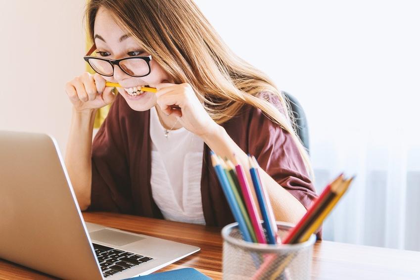 Zobacz, jak kompleksowo i sprytnie przygotować domowe biuro do codziennej pracy!