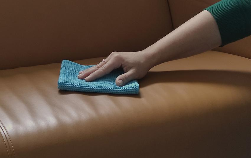 Sprawdzone sposoby na czyszczenie tapicerki