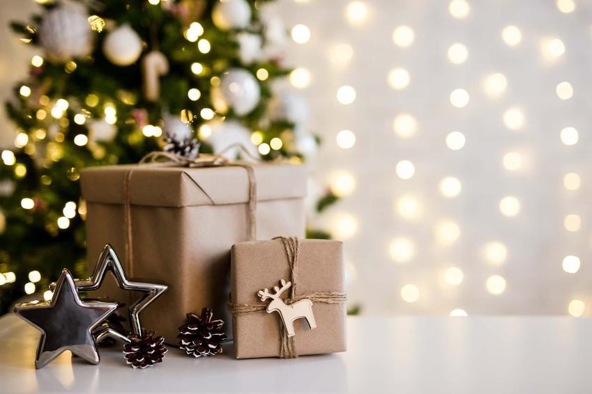 Prezenty świąteczne pod choinką, ładnie zapakowane prezenty, co dać dziecku na święta, co dać rodzicom na święta pod choinkę