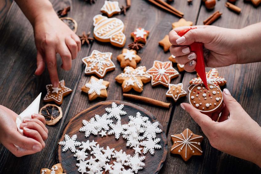 Dekorowanie ciasteczek świątecznych, lukrowanie ciasteczek, ozdabianie ciasteczek świątecznych