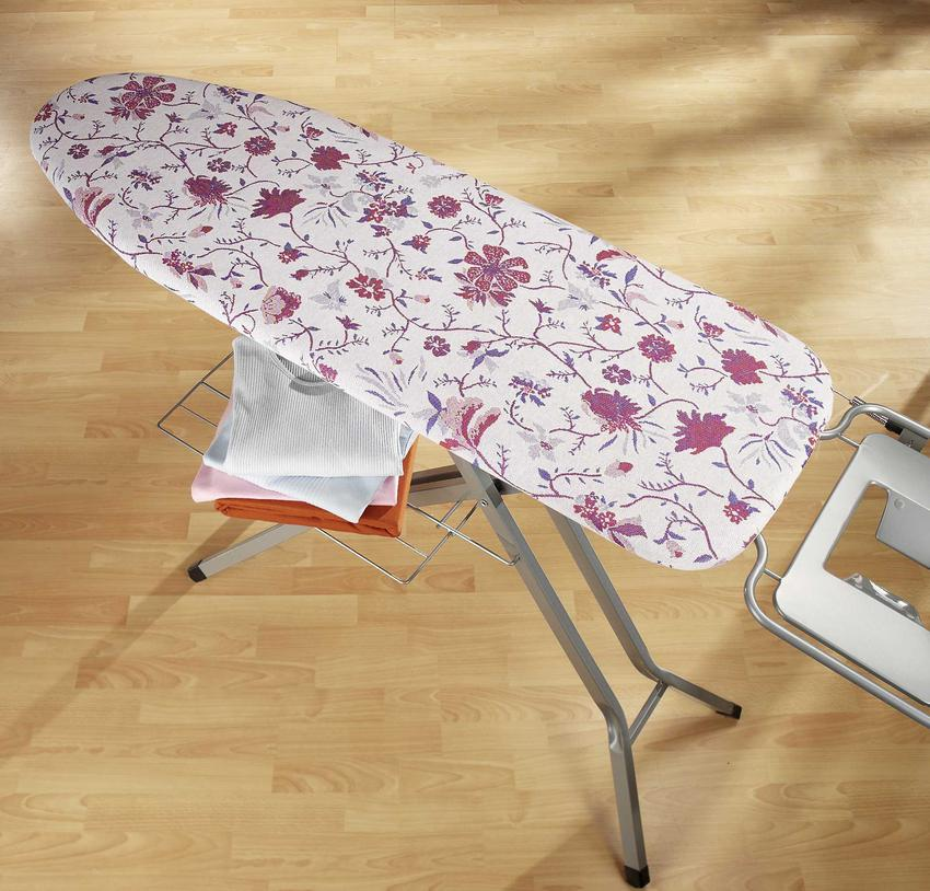 Pokrowiec na deskę do prasowania to świetne rozwiązanie. Dzięki niemu ubrania będą bardziej bezpieczne, a sam pokrowiec jest bardziej odporny na działanie wysokiej temperatury niż deska.