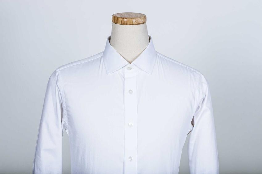 Menekin do prasowania koszul to świetny, bardzo wygodny sposób na rozprostowanie materiału. Nadaje się do zastosowania prasowania parowego, nie tylko żelazkiem.