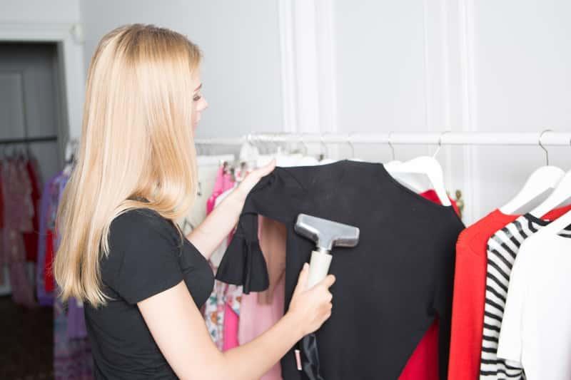Parownica do prasowania ubrań w czasie zastosowania, a także rodzaje, producenci, polecane modele oraz ceny parownic