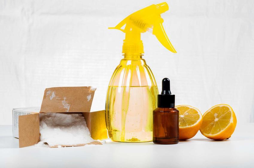 Czyszczenie kwaskiem cytrynowym i octem to sposób, który pomaga pozbyć się kamieniana dobre, a także osadu i przykrego zapachu. Pomaga odświeżyć pralkę.