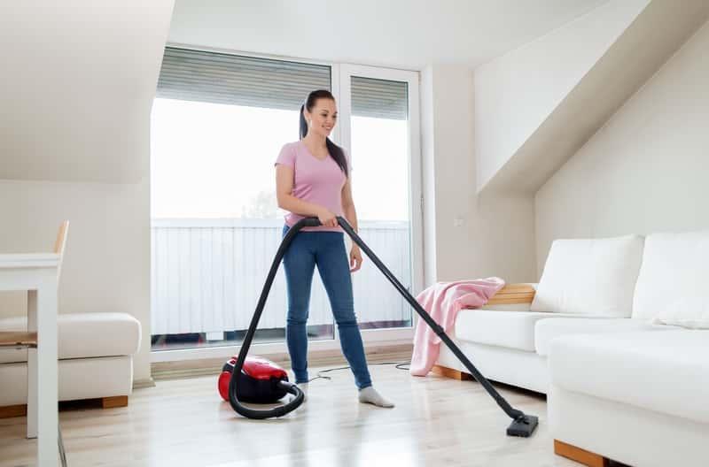 Odkurzanie mieszkania, a także najlepsze odkurzacze do domu, ranking modeli, producentów i rodzajów odkurzaczy krok po kroku