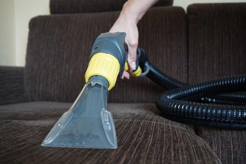 Odkurzacz piorący do tapicerki to sposób na naprawdę czystą i odświeżoną kanapę. Jest niezwykle skuteczny i ma bardzo szerokie zastosowanie.