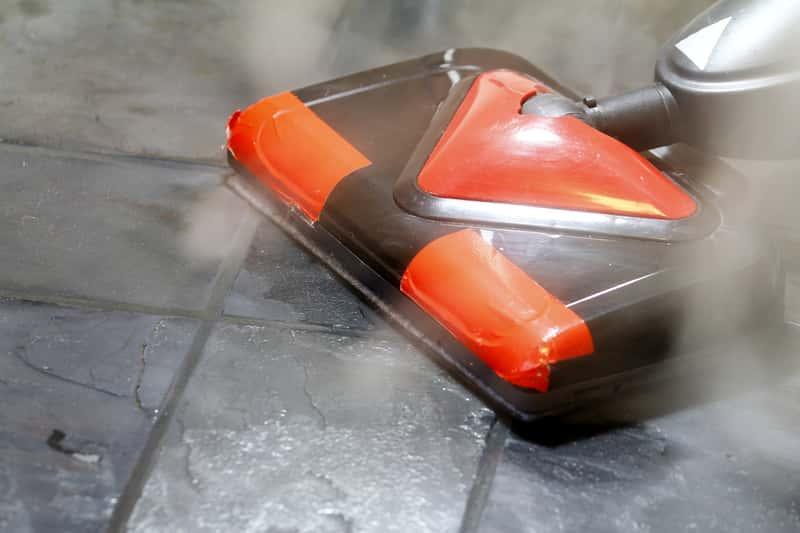 Odkurzacz na parę w czasie mycia płytek na podłodze, a także popularne modele, producenci, rodzaje, opinie oraz ceny