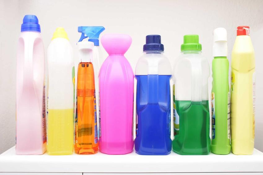 Środek do czyszczenia pralki powinien mieć także działanie odgrzybiające. Środki cztszczące do pralki automatycznej powinny usuwać kamień i brud, a także eliminując nieprzyjemnych zapachów.