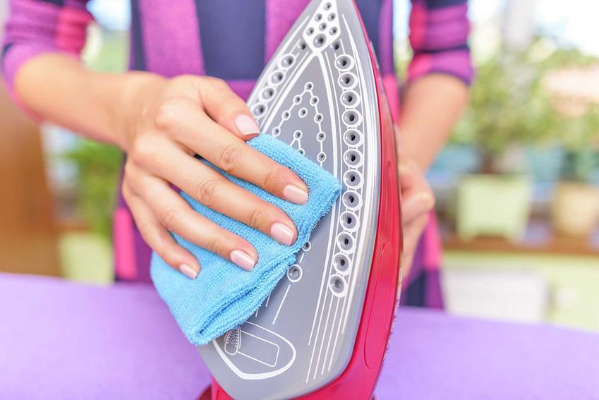 Czyszczenie osadu z żelazka octem i sodą to świetne rozwiązanie. Można naturalnie i skutecznie usunąć wszytskie przypalenia i inne zabrudzenia ze stopy żelazka.