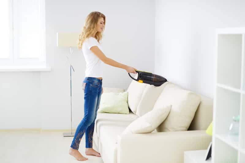 Odkurzacz ręczny do czyszczenia mebli tapicerowanych, a także rodzaje odkurzaczy, zastosowanie, ceny, polecane modele i producenci krok po kroku