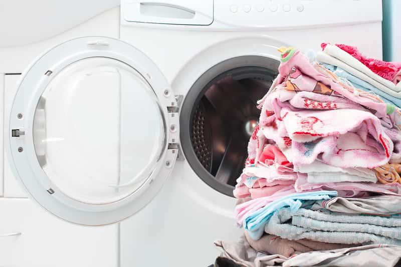 Domowe sposoby na czyszczenie pralki nie są trudne, wystarczy zastosować środki, kóre odświeżą i oczyszcza filtr