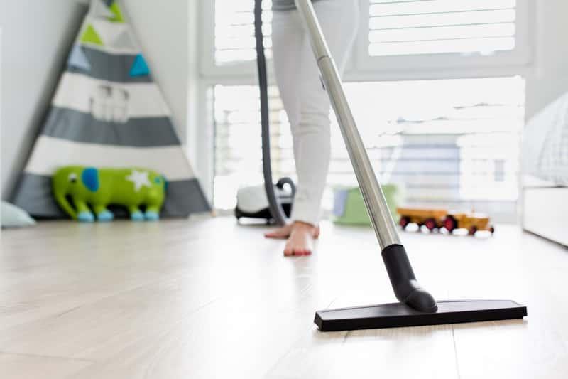 Mycie podłóg odkurzaczem myjącym podłogi krok po kroku, rodzaje, producenci, ceny oraz zastosowanie i opinie o produktach