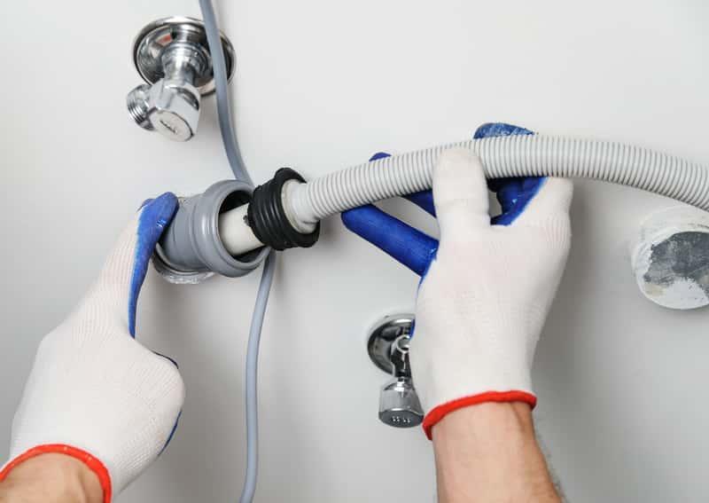 Jak prawidłowo podłączyć pralkę do odpływu? Nie jest to trudne, ale warto zaufać specjalistom.