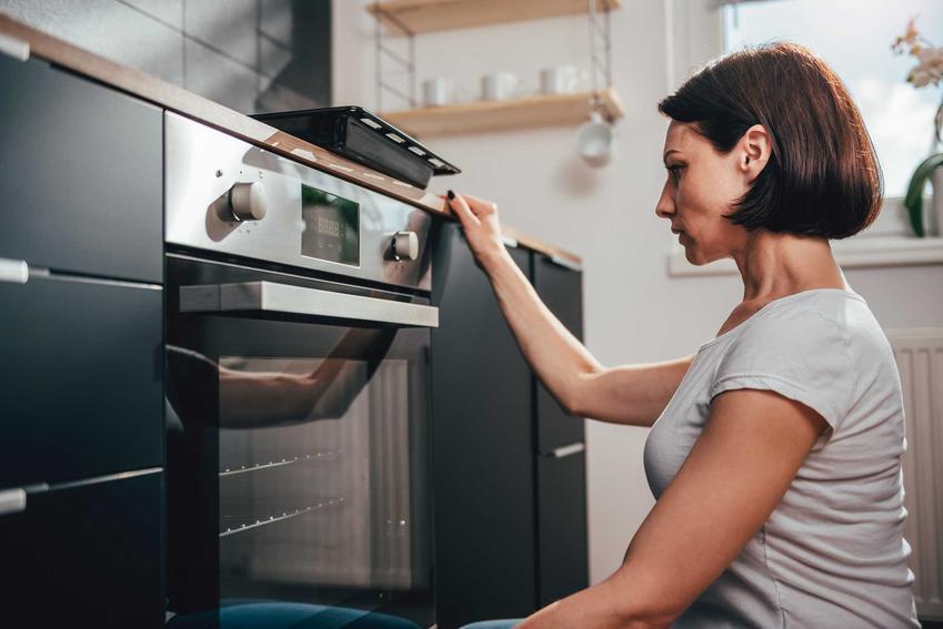 Piekarnik do zabudowy Samsung Dual Cook to jeden z najbardziej popualrnych modeli. Mają bardzo wiele zalet, ale ceny są wysokie.