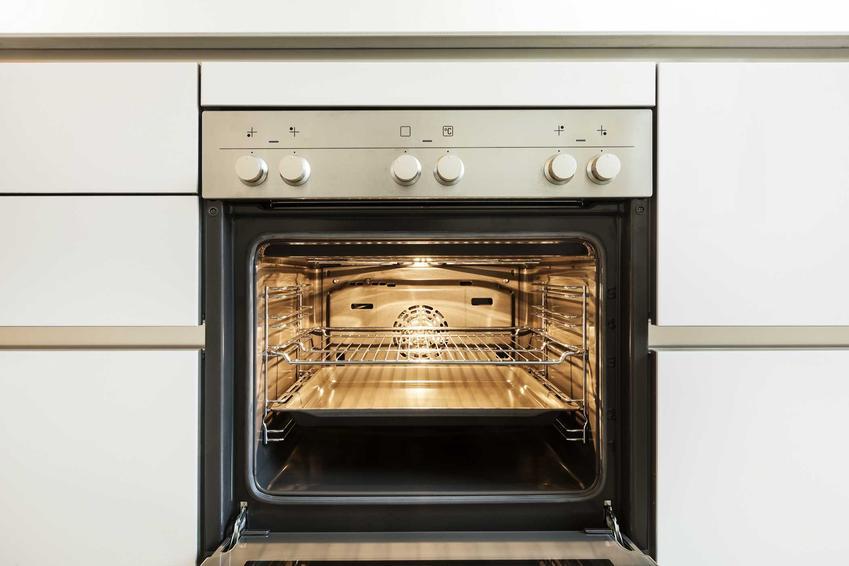 Piekarnik Electrolux do zabudowy bardzo dobrze się prezentuje w kuchni w każdym stylu. Najpopularniejsze modele mają wbudowaną pyrolizę.